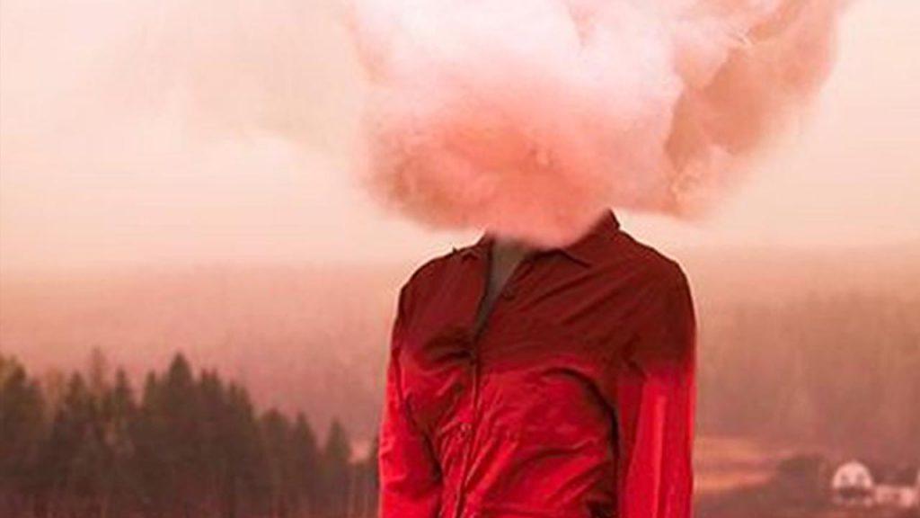 persona con humo en la cabeza simbolizando el enojo